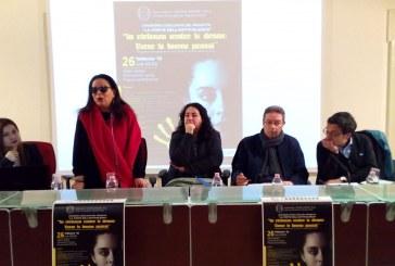 """""""Costruire muri di gomma"""": a Lecce si fa rete contro la violenza di genere"""