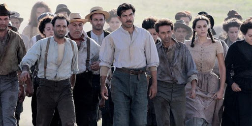 Marcia di protesta dei contadini in Puglia. Dal film Pane e Libertà.